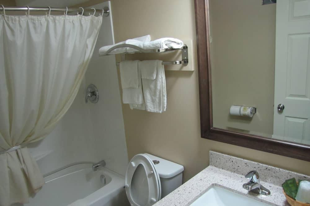 Kamar Standar, 2 Tempat Tidur Queen (Basement Room) - Kamar mandi