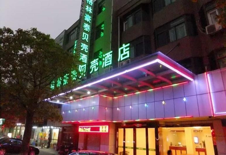 GreenTree Inn Nantong Haimen Bus Statian Shell  Hotel, ננטונג, חזית המלון - ערב/לילה