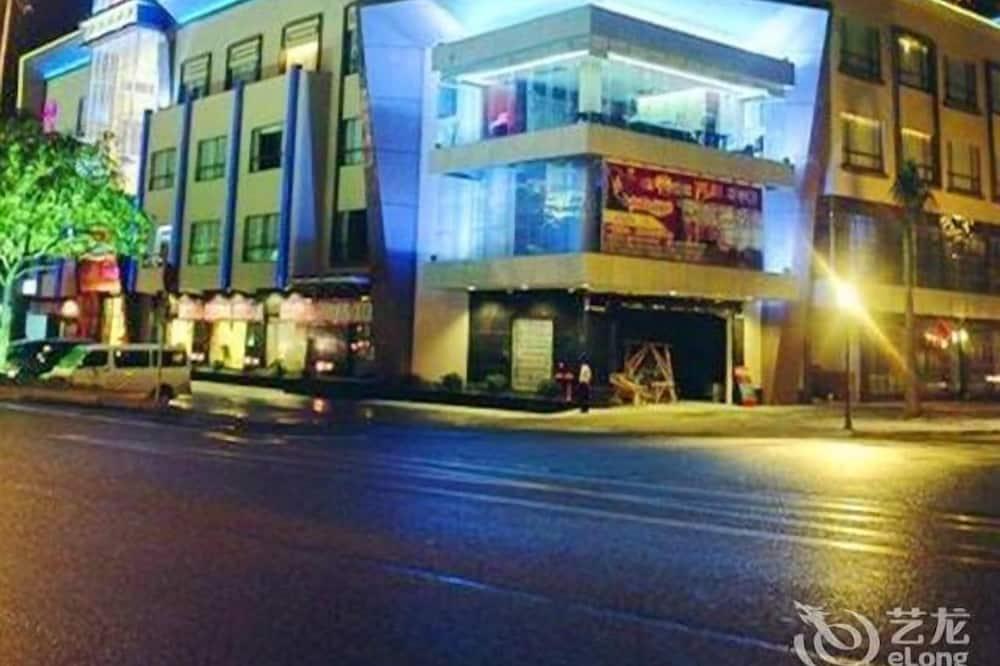 Berlin Holiday Hotel - Dongguan