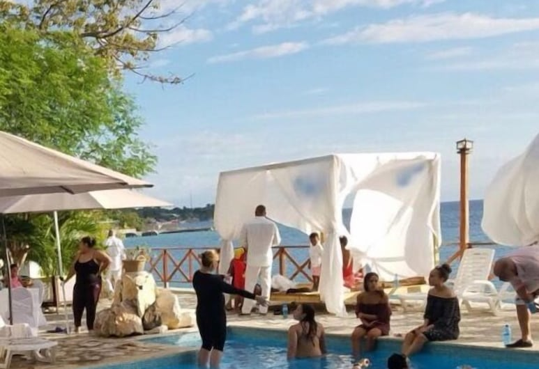 왕가 베이 비치 호텔, 아르케, 야외 수영장