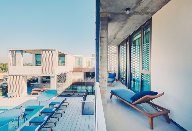 South Congress Hotel, Austin, Premier stuudiosviit, 1 ülilai voodi, vaade basseinile, Rõdu