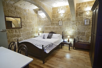 Picture of The Burrow Guest House in Tarxien