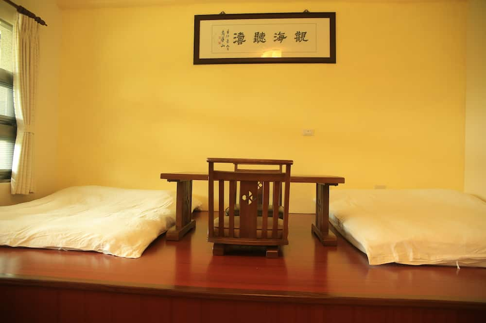 Traditional Quadruple Room (Japanese Style) - In-Room Dining