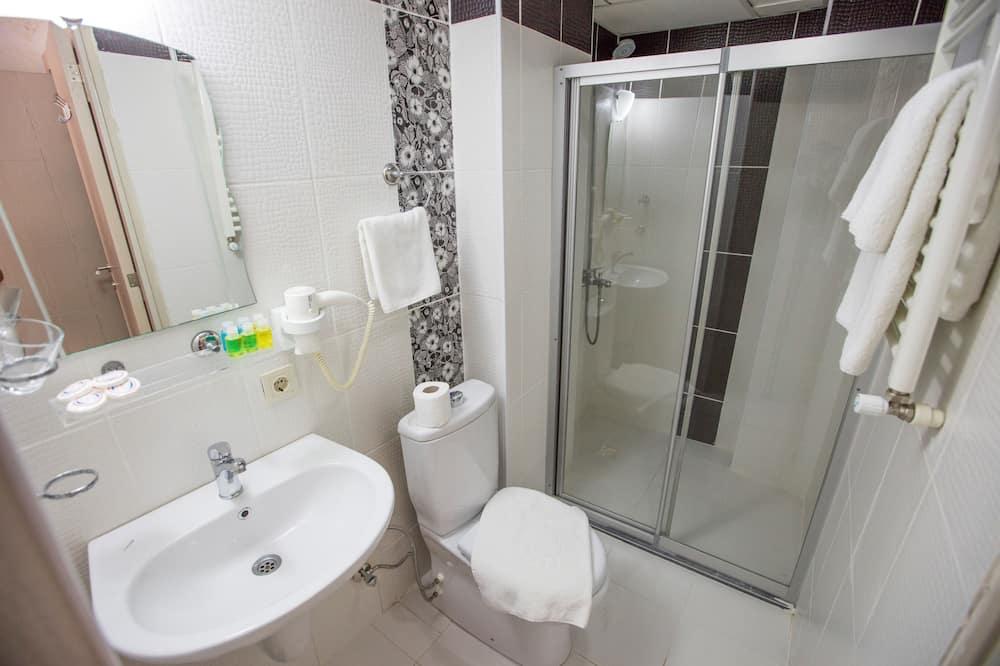 חדר דה-לוקס זוגי או טווין, מיטה זוגית או 2 מיטות יחיד - חדר רחצה