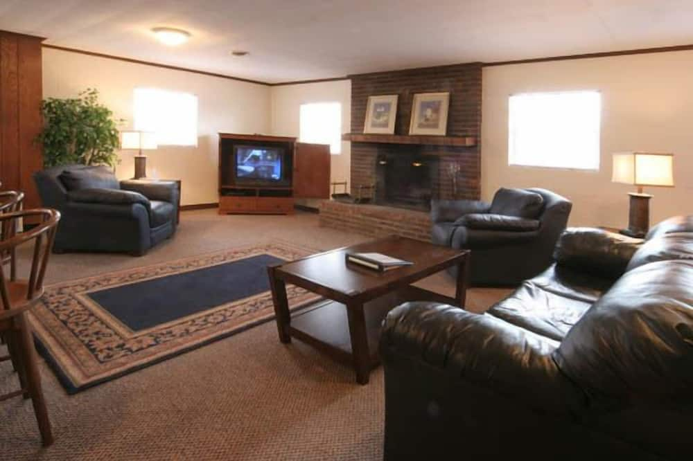 Deluxe Cottage, 2 Bedrooms, Non Smoking - Living Area