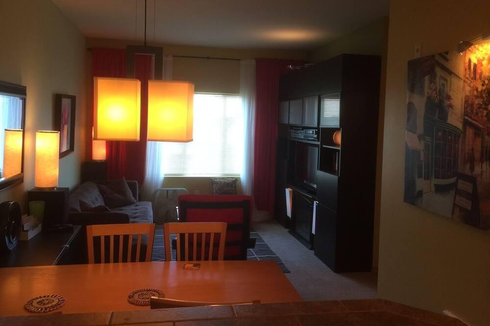エクスクルーシブ アパートメント 1 ベッドルーム バリアフリー キッチン - 室内のダイニング
