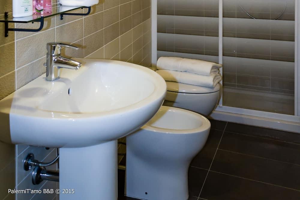 Standard - kahden hengen huone, 1 makuuhuone, Makuuhuoneen yhteydessä oleva kylpyhuone - Kylpyhuone