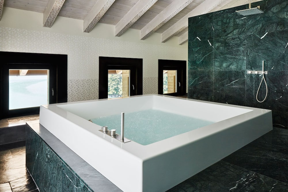 Penthouse - Jetted Tub