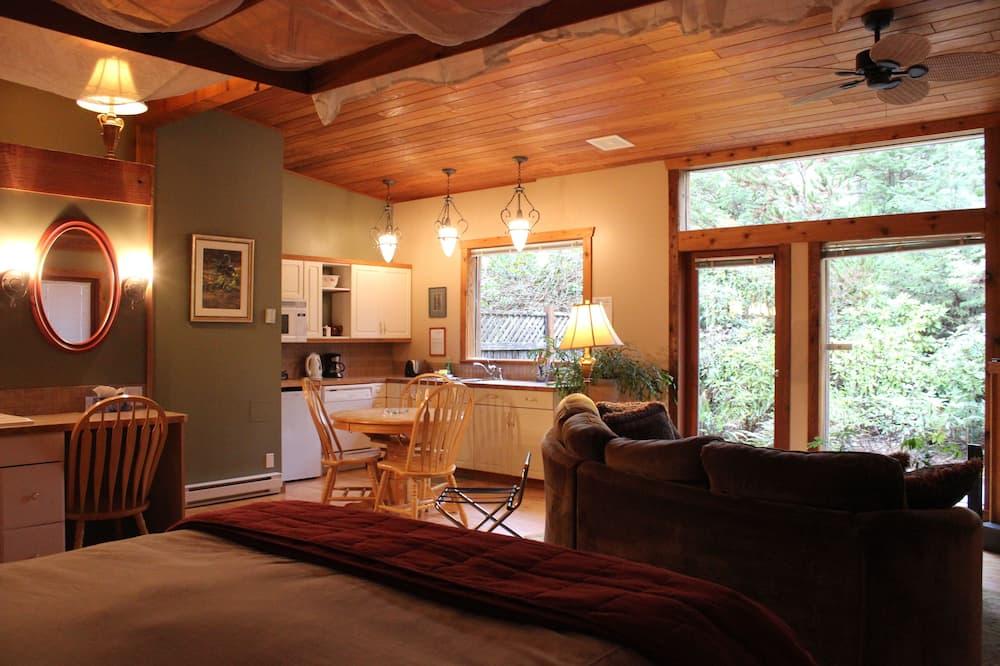 Традиционный люкс, мини-кухня, вид на сад - Зона гостиной
