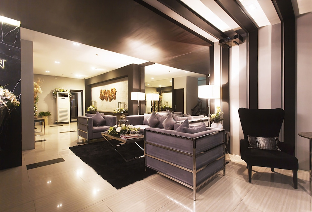 Grace Crown Hotel Angeles City Reception