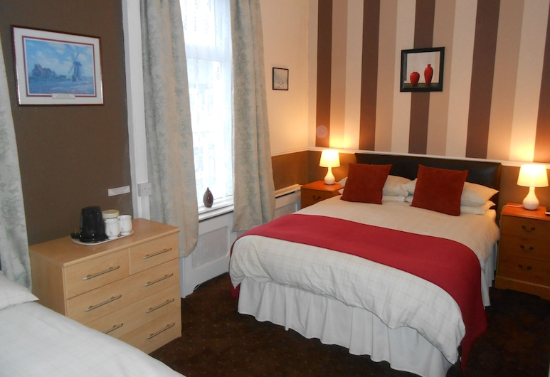 Shirley Heights Hotel, Blackpool, Family Quadruple Room, 2 Double Beds, Ensuite, Guest Room