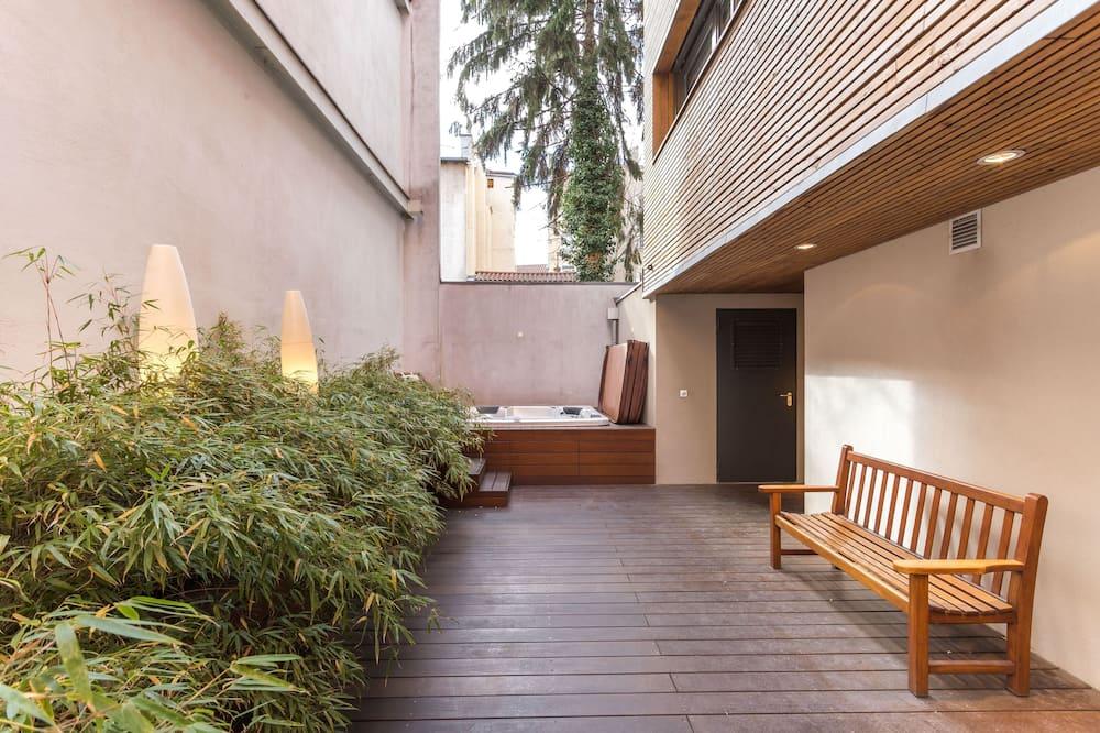 Deluxe Double Room - Courtyard View