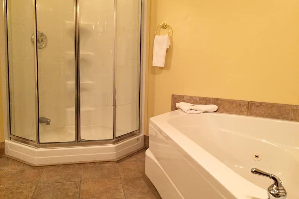 Standard Queen - Bathroom