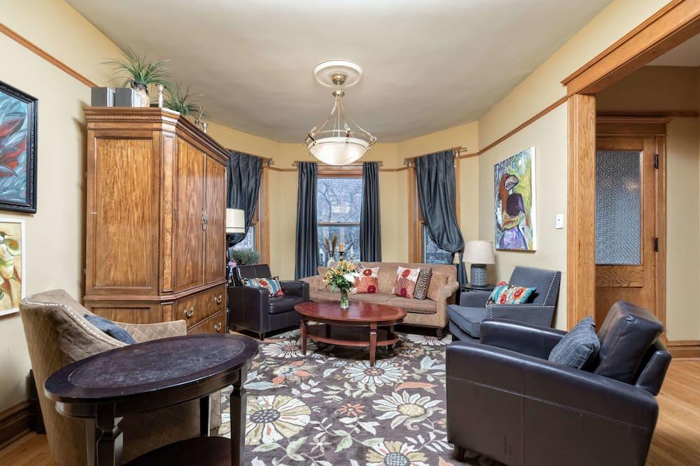 Klasisks dzīvokļnumurs, piecas guļamistabas, dārza puse - Dzīvojamā istaba