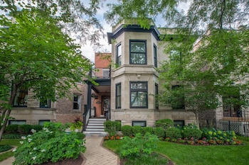 Picture of Chicago Guest House on Newport Avenue in Chicago