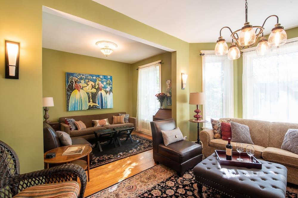 Apartament typu Classic, 3 sypialnie, przy ogrodzie (3 Bedrooms, 2 Bathrooms) - Salon