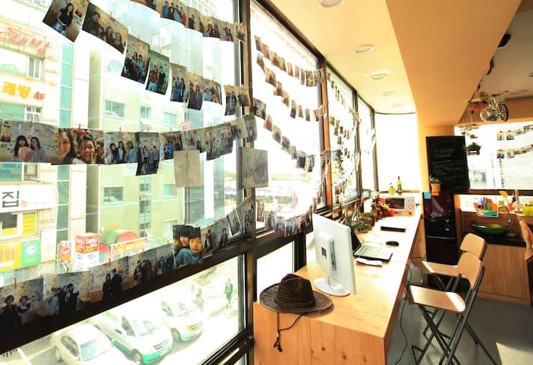 Hi Busan Guest House - Hostel, Busan, Lobi