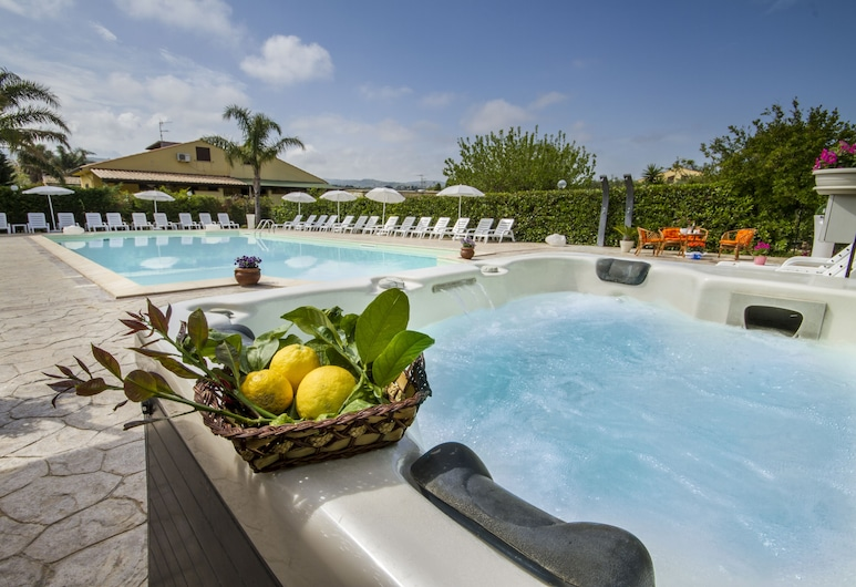 Case Vacanze Paradise Beach Vicino Cefalù, Campofelice di Roccella, Zwembad op dak