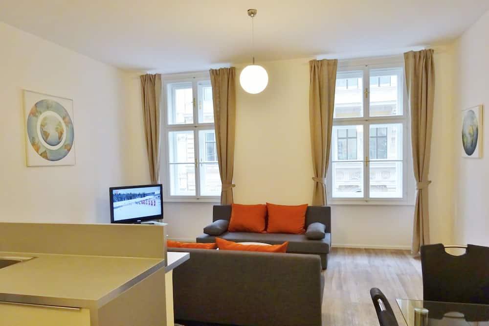 Deluxe Townhome, 1 Bedroom, Kitchen - Living Room