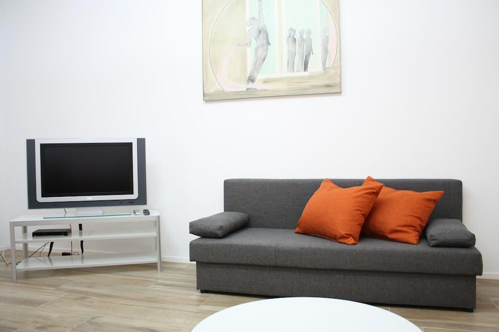 Deluxe Apartment, 1 Bedroom, Kitchen, Courtyard Area - Living Room