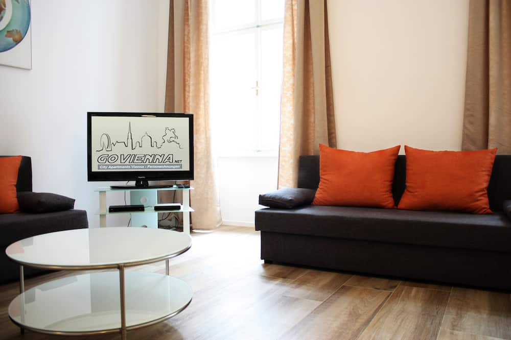 Deluxe Townhome, 1 Bedroom, Kitchen - Living Area