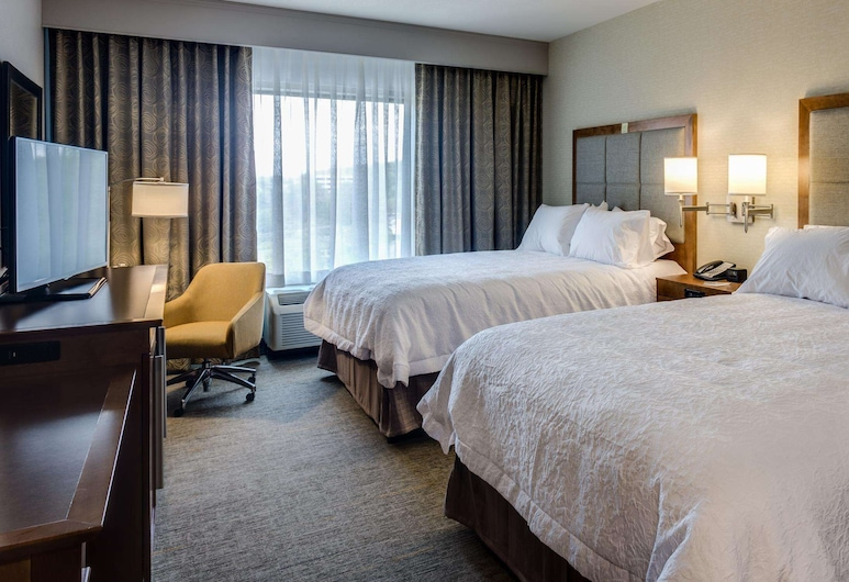 Hampton Inn & Suites Knoxville Papermill Drive, Knoxville, Room, 2 Queen Beds, Non Smoking, Refrigerator & Microwave, Guest Room