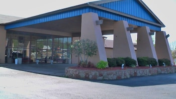 Picture of River Valley Inn and Suites in Fort Smith