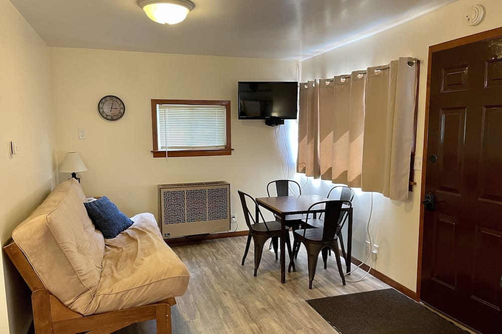 Family Cabin (No Pets) - 客廳
