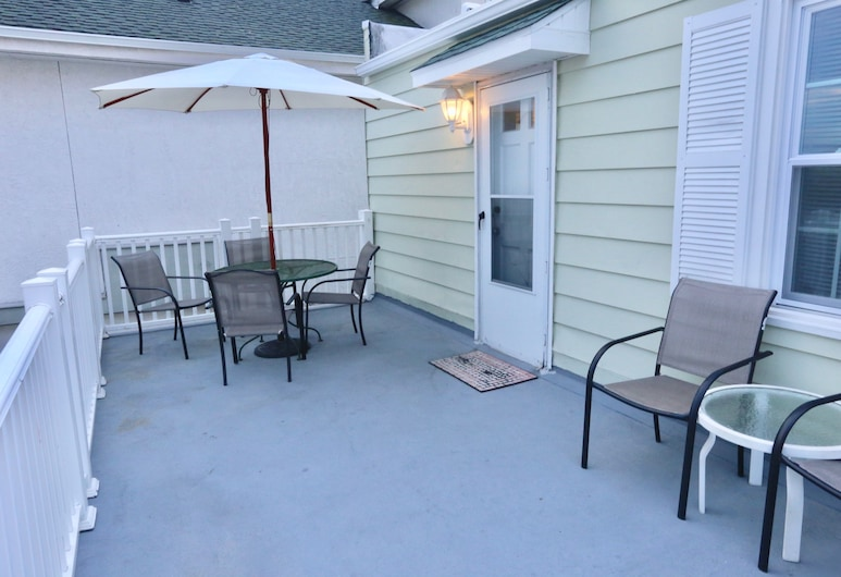 Quebec Motel, Wildwood, Traditional Apartment, 2 Bedrooms, Kitchen, Terrace/Patio