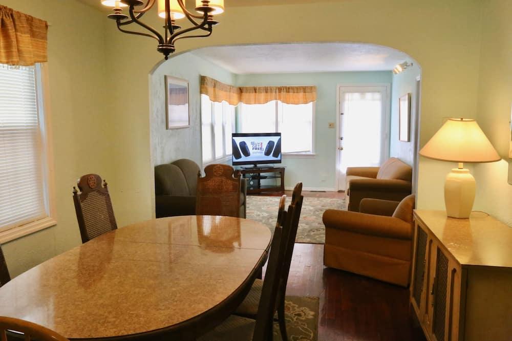 Family Apartment, 3 Bedrooms, Kitchen, Ground Floor - Ruang Tamu