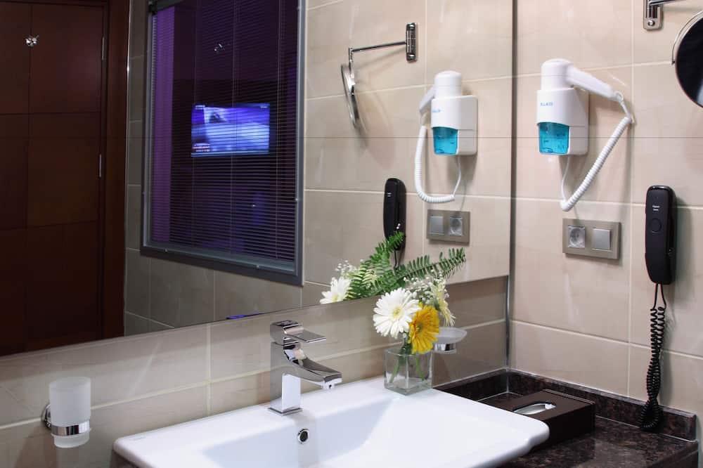 Trivietis kambarys, vaizdas į miestą - Vonios kambarys