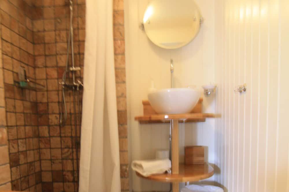 Comfort Suite, Balcony - Bathroom