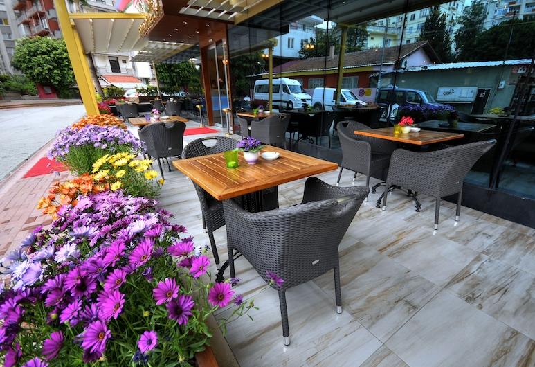 黃金豪華飯店, 阿達納, 室外用餐