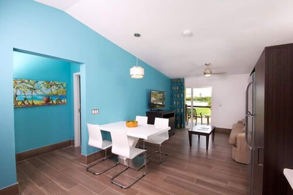 Premium Apartment, 1 Bedroom - Living Area