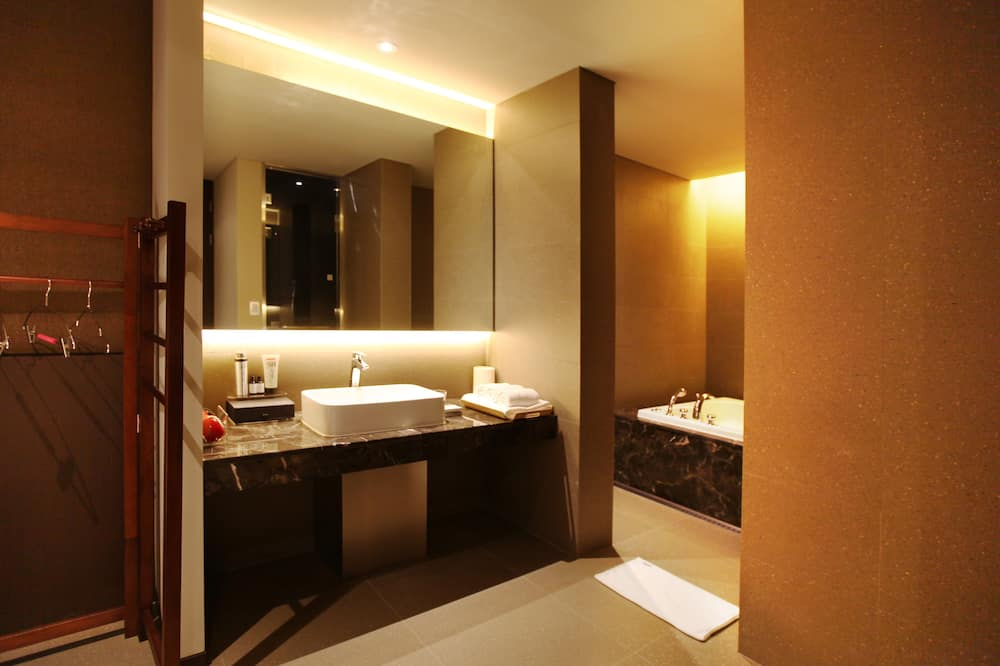 Super Twin - Bathroom