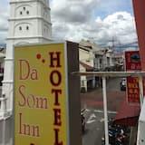 Quadruple Room - Street View