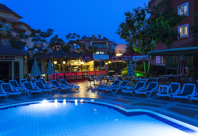 Villa Moonflower Aparts & Suites - All Inclusive, Alanija, Lauko baseinas