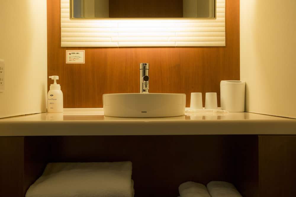 חדר דה-לוקס טווין, ללא עישון (Deluxe Hollywood) - מתקני חדר הרחצה