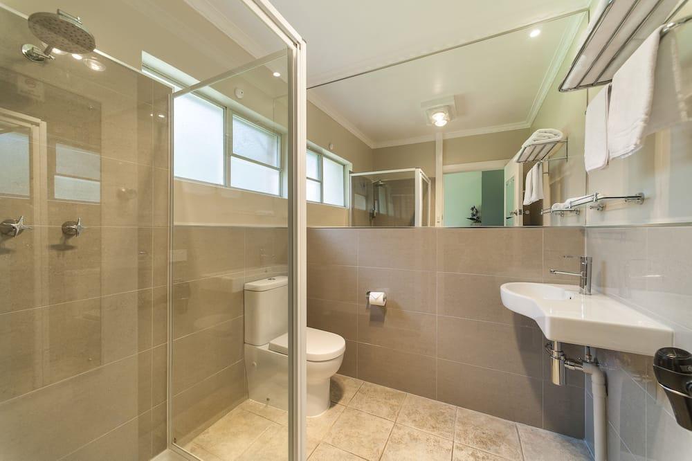 חדר ביזנס, מיטת קווין, ללא עישון - חדר רחצה