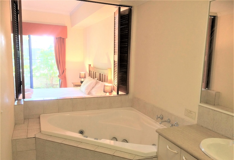 Fremantle Holiday Accommodation, Fremantle, Apartment located in South Beach, Jetted Tub