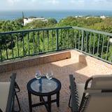 Panoramic Studio Suite, Jetted Tub, Ocean View - Living Area