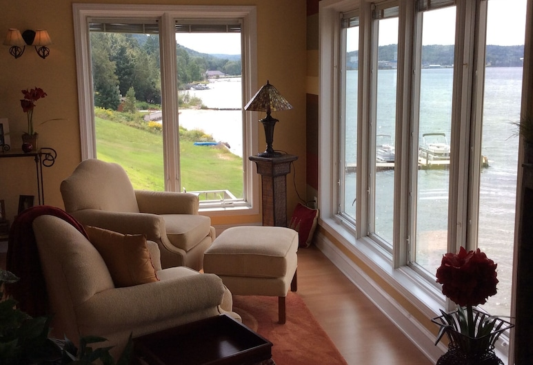 Pictured Rocks Bed And Breakfast, Munising, Hotellounge