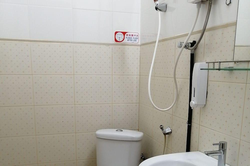 Basic Triple Room, 1 Bedroom - Bathroom
