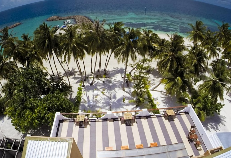 Crystal Sands Beach Hotel, Maafushi, Courtyard