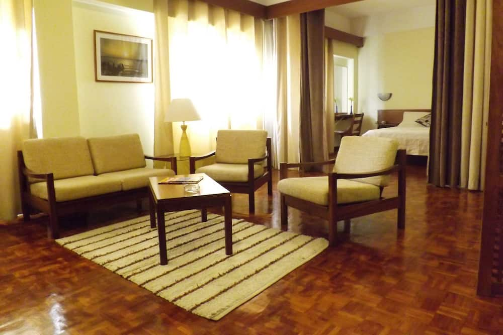 Family Suite, Non Smoking, Kitchenette - Living Area