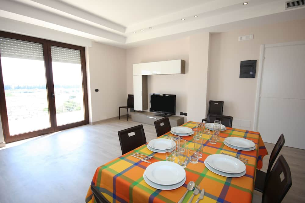 Superior Apartment, 2 Bedrooms, Kitchenette, City View - In-Room Dining