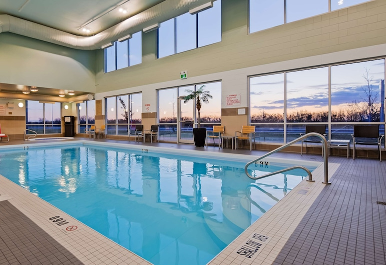 Best Western Plus Airport Inn & Suites, Saskatoon, Pool