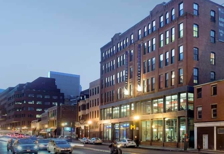 HI Boston, Boston, Hotelfassade am Abend/bei Nacht