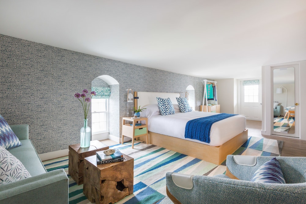 Summercamp Oak Bluffs Suite 1 King Bed With Sofabed Guest Room