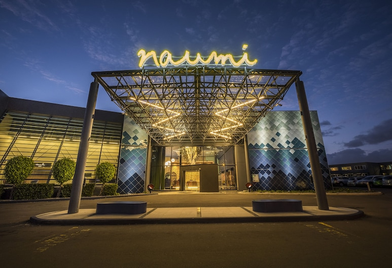 Naumi Auckland Airport, Mangere, Hotel Front – Evening/Night